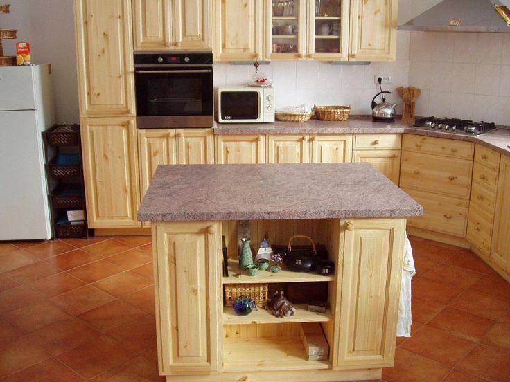 Dřevěná kuchyně do rodinného domu