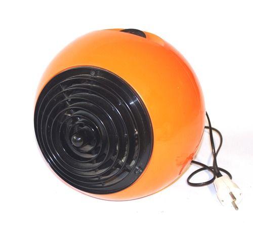 "Zanker Forbach, kachel / ventilator  ""Space age"" kachel en ventilator in één.  Ø ca. 28 cm  (submerk van AEG: Zanker is merknaam geweest tussen 1968 en 1974).  Meer dan 40 jaar oud, maar werkt prima, 3 standen (verwarming, uit, en ventilator zonder verwarming).  1 minuut opwarmtijd, loopt soepel. Lichte gebruikssporen. zie:  http://www.retro-en-design.nl/a-40722673/vintage/zanker-forbach-hk2000/"