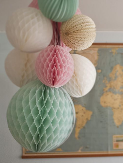 The link doesn't go straight to the post, but it is a lovely arrangement. Mint matches everything! www.devra-party.com