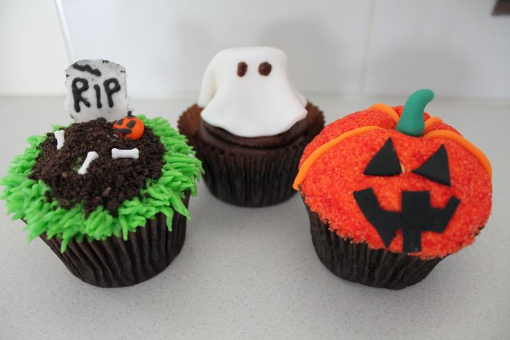 Halloween Cupcake Decorating Ideas Easy : 51 best images about Spooky and Fun Halloween Cupcake ...