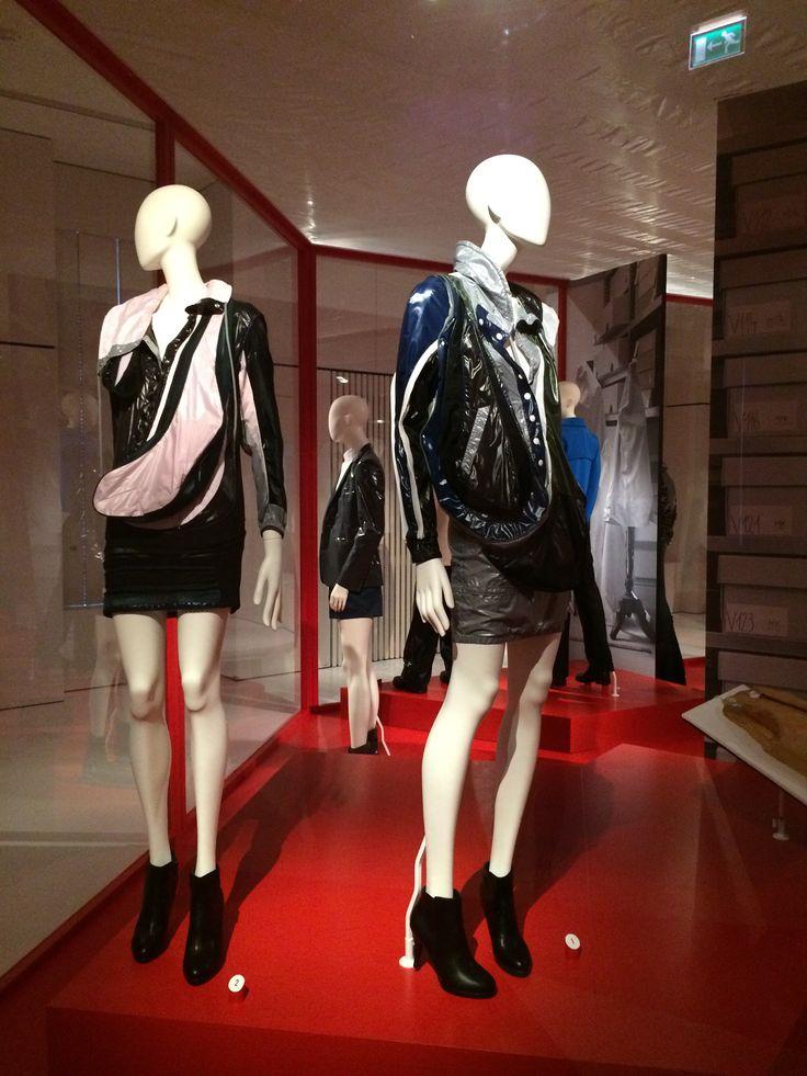 ModeMuseum Antwerpen - MOMU NU. Hedendaagse Mode uit de MoMu collectie 25.09.2014 > 04.01.2015 Balenciaga door Nicolas Ghesqiere