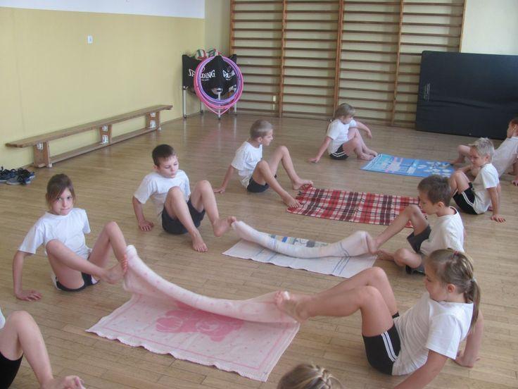 Fantastyczne przykłady wykorzystania nietypowych przedmiotów na lekcji WFu w Krasnym-Lasocicach! Plastikowe kubeczki, gazeta, balony dają wiele radości:  http://blogiceo.nq.pl/wfimy/2013/11/24/niekonwencjonalne-gry-i-zabawy/