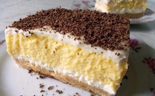 A süti egy 20×30 cm-es tepsiben készült. Tippek: A reszelt csokit el lehet hagyni a tetejéről, ha pedig Hulalával készítjük, magasabb lesz a tejszínhab réteg…