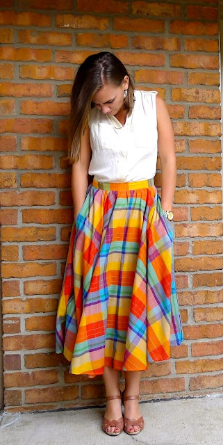 I hate tea length skirts, but I love this!  Totally reminds me of something my mother would have worn to work.