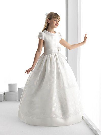 """¿Sabéis quién saldrá también en nuestra """"Revista Tu peque en Mallorca""""? Ni más ni menos que los maravillosos vestidos de la colección de Rosa Clará para ....""""las princesas de la casa""""."""