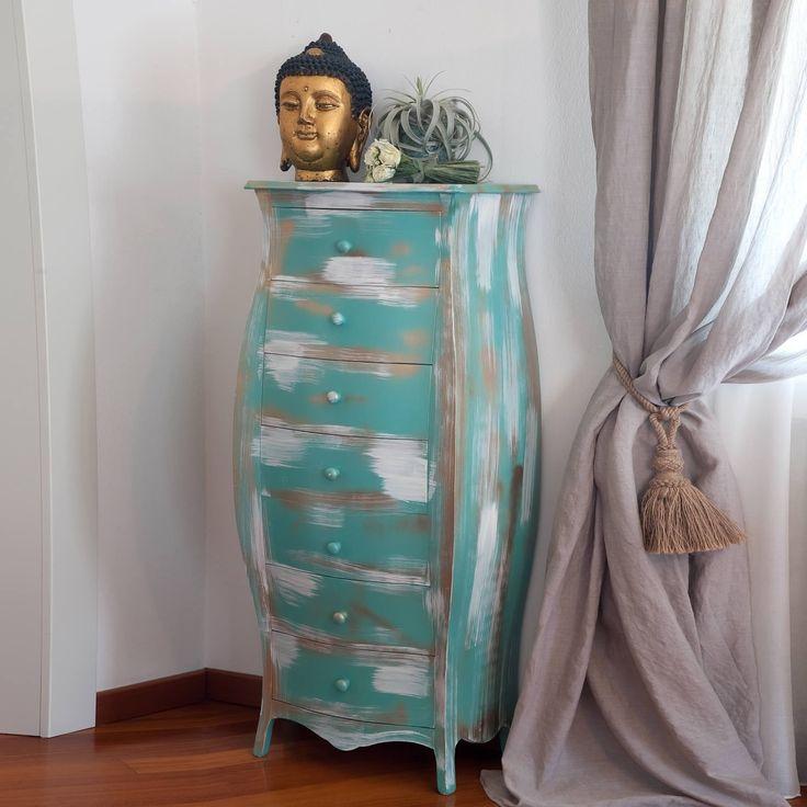 Cassettiera settimino a 7 cassettiin legnostile country. Disponibile con vari colori e finiture realizzate a mano. Prodotto in Italia da Castagnetti 1928.