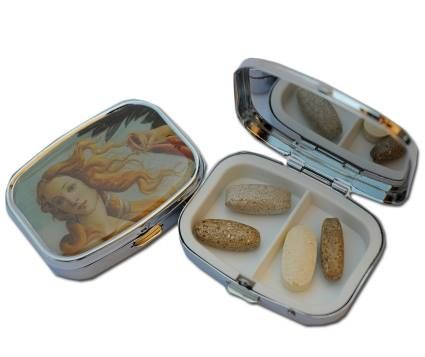 Metal pill box with top image of The Nascita di Venere by Botticelli. Uffizi Gallery - Florence. #firenzemuseistore #art #Botticelli #LanascitadiVenere #Uffizigallery #Florence #accessories #pillbox