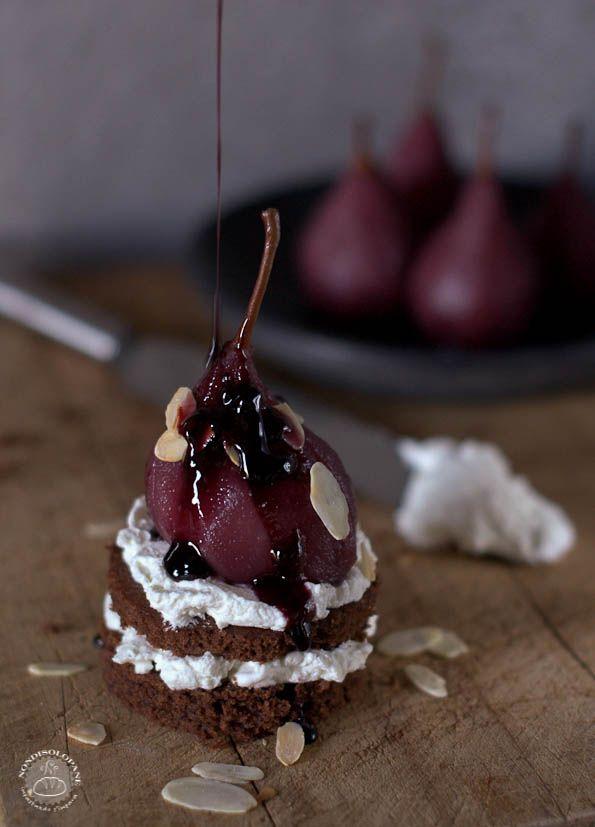 Pere speziate affogate al Dolcetto d'Alba e tortino al cioccolato | NONDISOLOPANE