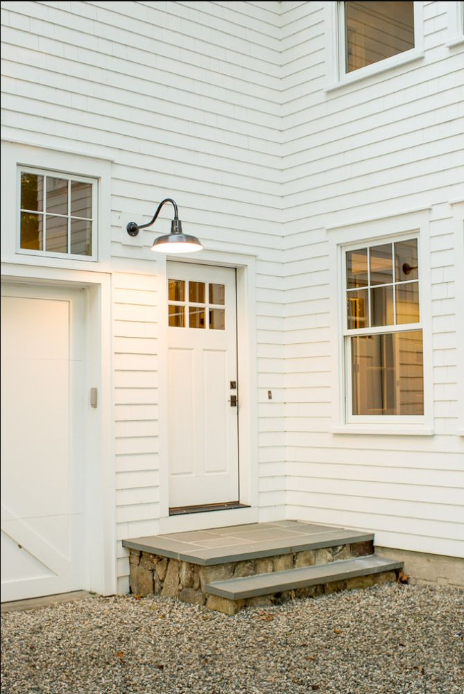farmhouse / entry stoop