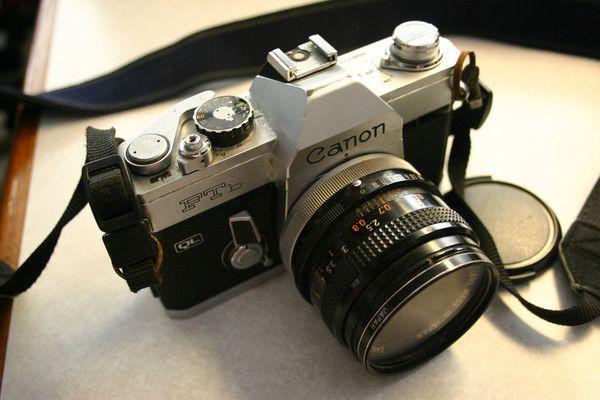 Canon Vintage FTb 35mm Camera With Strap & 50mm Vivitar Lens & Cap. Great Vintage Camera!