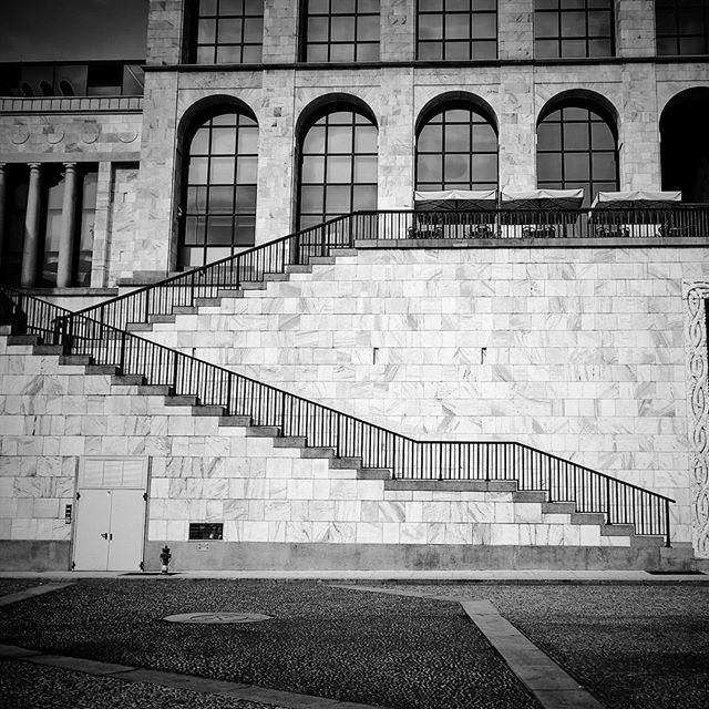 #cathedral #bw #blackandwhite #geometry #shotonmylumia #shotonlumia #lumiaphotography #lumia #duomo #milano #arengario #palazzoreale #biancoenero #milanocityufficiale #instagrammers #igersitalia #igers #instacool