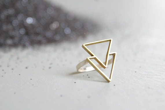 the Double Triangle ring por foxtailboutique en Etsy