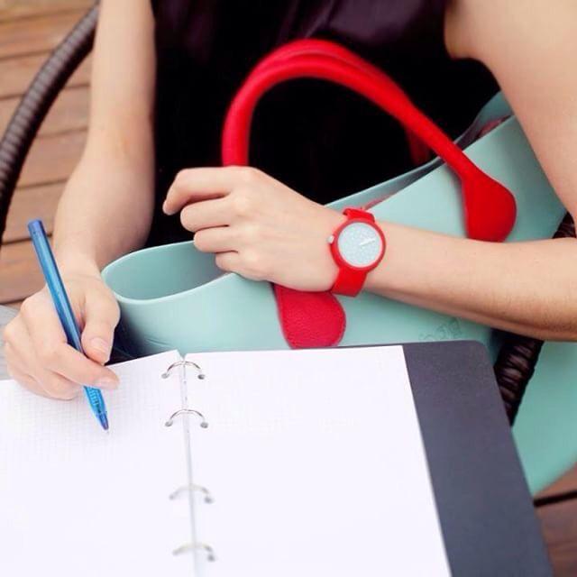O gün ne giydiysen saatini de aynı renk tasarlamak ister misin?  https://www.luxvitrin.com/reyon/fullspot-oclock-saat/tumu