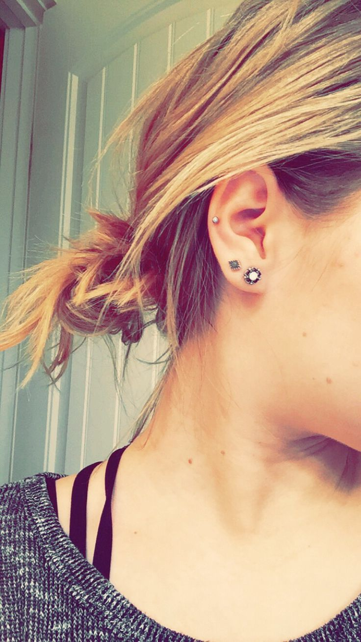 Middle cartilage piercing                                                       …