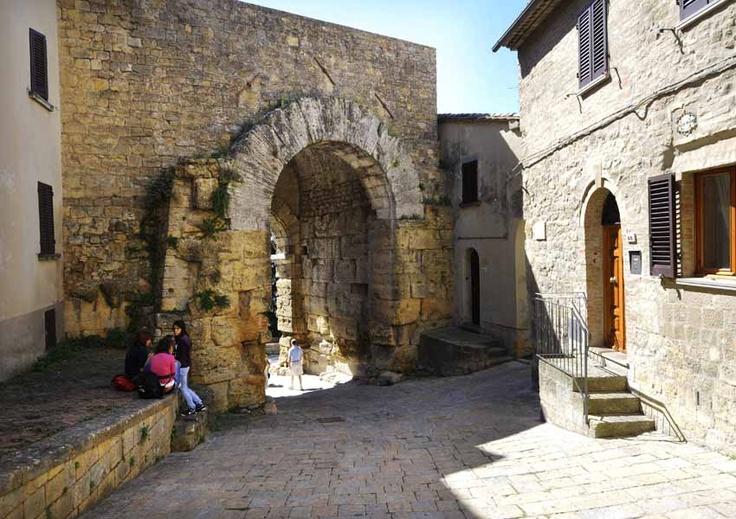 inside Porta all'Arco - Volterra - Tuscany #volterra #volterratur