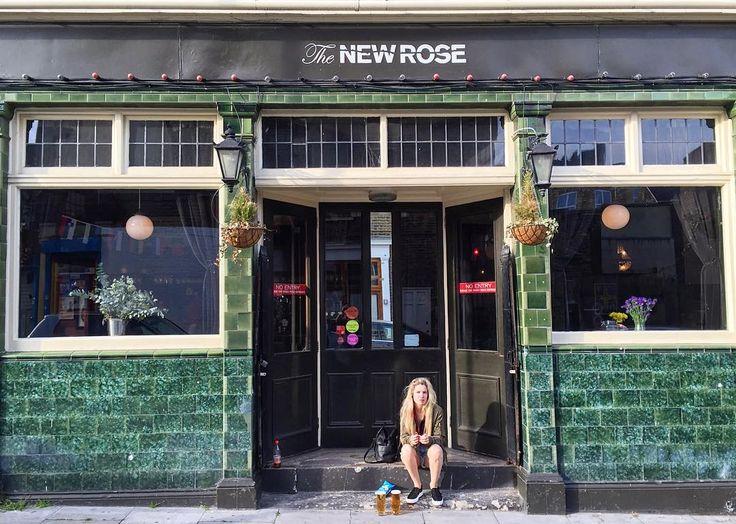 friday  #drinklocal #newrose #pub #angel #islington #london #summer #friday #thisislondon #thenewrosepub #essexroad #essex by agustinciarfaglia