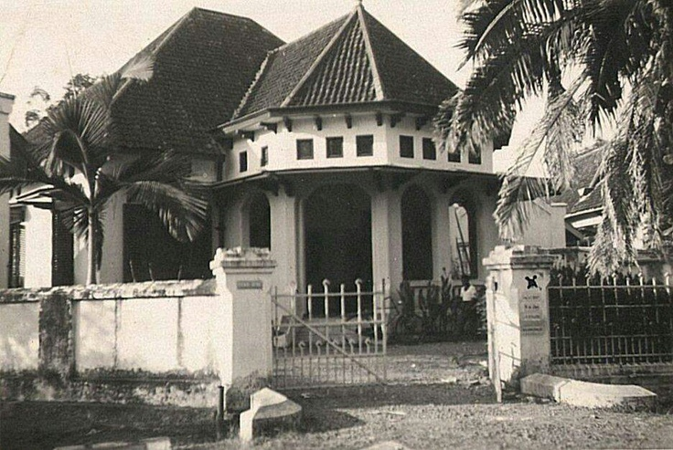 Goebeng Boulevard 31... dekat sekolahku SD GIKI Gubeng di no 45 - rumah Sigit kah..?!