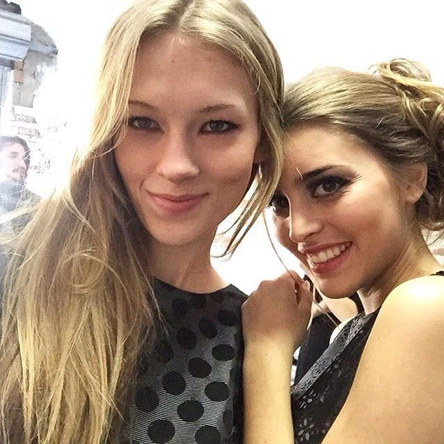 Hoy tenemos a Anastasiya y Teresa trabajando junto a Magnolia para @amarillolimon_  @ciaomodels