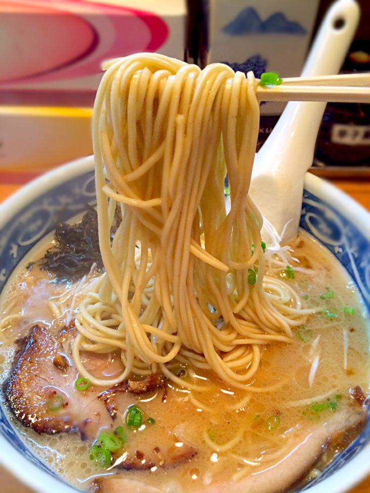 morimi32's dish photo とんこつラーメンの麺 愚直 | http://snapdish.co #SnapDish #ラーメン