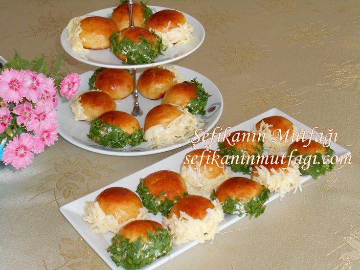 Gün ikramlarımın vazgeçilmezi Saçaklı Poğaça #saçaklıpoğaça #poğaça #poğaçatarifleri #hamur #hamurişi #food #breakfast http://sefikaninmutfagi.com/sacakli-pogaca/