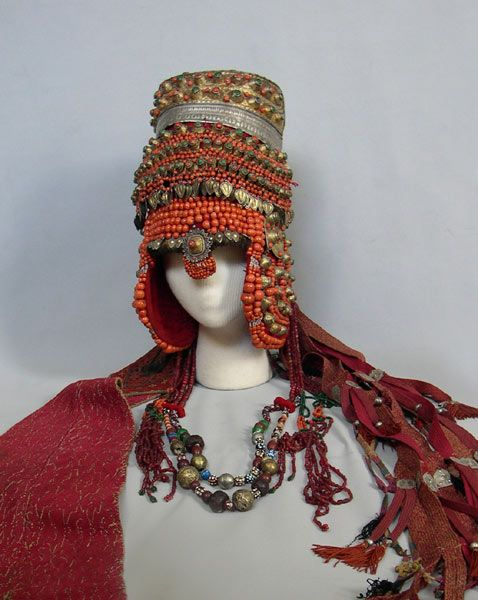 Russian traditional costume, headdress