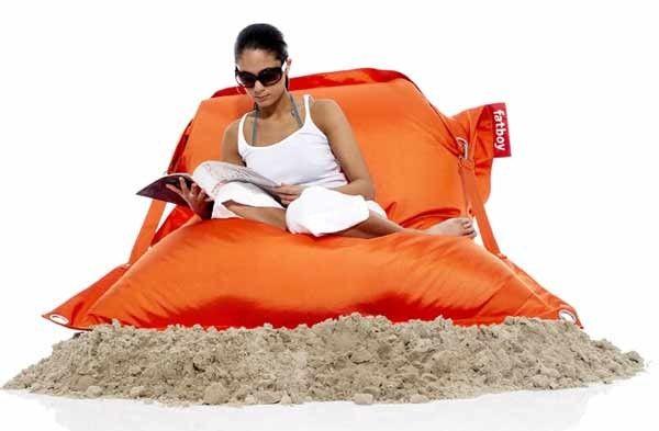 Zum Draußensitzen: UV-abweisend; Wasserabweisend; Schmutzabweisend; Polyester mit PVC-Beschichtung; Hochwertige Sitzsack Füllung bestehend aus 360 Liter EPS - Perlen; einfache Reinigung mit lauwarmem Wasser und Neutralseife.