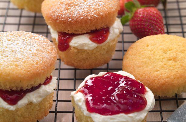Mini Victoria sponges recipe - goodtoknow