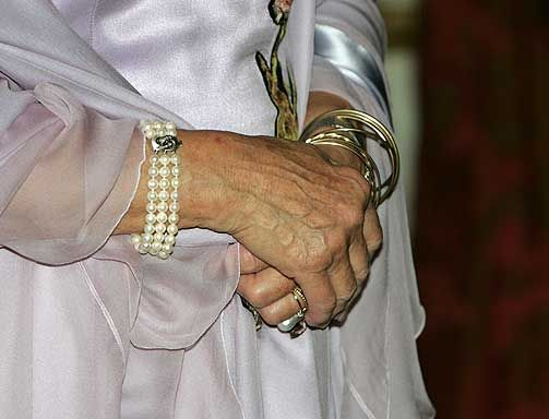 KREVENDE ANTREKK: Smykker hører med når dronningen representerer landet i utlandet. Her er noen av Sonjas smykker som ble brukt ved besøket på Dublin Castle i 2006.