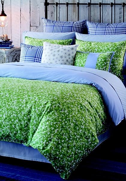 preciosa cama en azul y verde