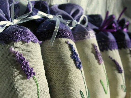 Lavender Bags | Here's a site for translation     http://www.bing.com/translator