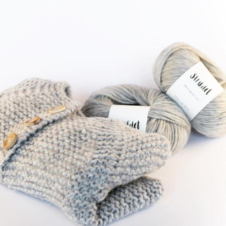 Smut endelig forbi shoppen og kig lidt på den dejlige økologiske uld til HARALDs JAKKE😍 Webshoppen er midlertidig og du skal stadig leve login til Etsy når du tjekker ud, men snart vil du finde min helt egen hjemmeside på adressen. Den vil byde på en mere overskuelig webshop, blog, strikkevideoer og masser af opskrifter og inspiration - jeg glæder mig😌🙌🏼 #øko #uld #babystrik