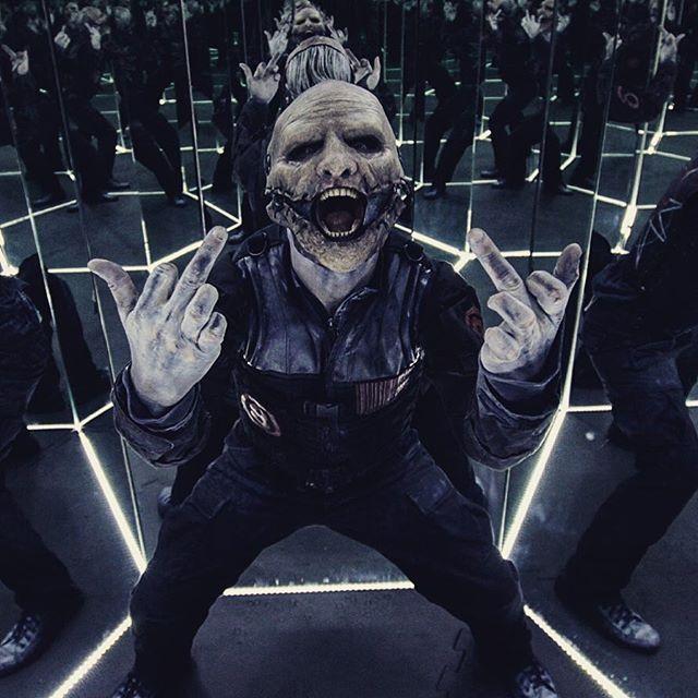 Essa foto resume como o show está! f0da!!!! #8 do @slipknot, Corey Taylor, assombrando na Sala do Infinito #RockinRio