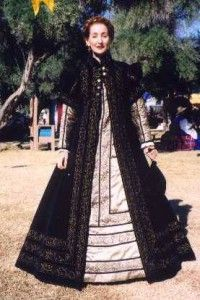 Alcega's Ropa Espanola (Spanish Gown) - Not sure what (if any) difference from the Tudor/Elizabethan Loose Gown.