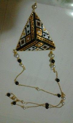 """Ringraziando il genio di """"Pearly"""" ho realizzato questa collana, personalizzandola con una catenella  color oro brunito intervallata con perle bianche e nere per riportare le tinte del triangolo . Dedicata a mia cugina Dianora x il suo compleanno. By Daniela Pesel"""
