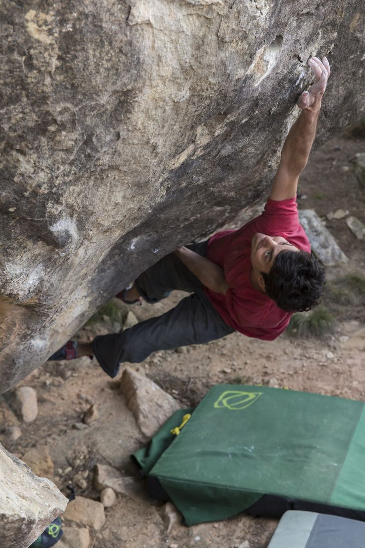 ambassador Paul Robinson on his first ascent of The Arrow Boys V11 in Alcaniz, Spain with the Green and Grey Shades Pads and the Green Shades Prism Chalk bag  www.asanaclimbing.com #climbing #bouldering #rockclimbing #outdoorsports #adventuresports #actionsports