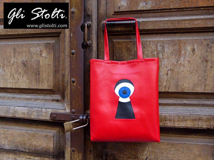 """Borsa shopper artigianale in ecopelle lavorata a mano """"Uno Sconosciuto Dietro la Porta"""". Vai al link per tutte le info: http://glistolti.shopmania.biz/compra/shopper-in-ecopelle-uno-sconosciuto-dietro-la-porta-519 Gli Stolti Original Design. Handmade in Italy. #glistolti #moda #artigianato #madeinitaly #design #stile #roma #rome #shopping #fashion #handmade #style #bags #eyes #occhi"""