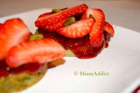 Tartelettes aux fraises, thé matcha et pistache
