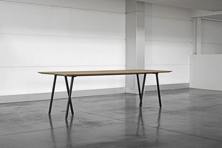 Duinbergen: gebeitste houten tafel met smeedijzer – 2600 / 3200 / 4000 mm