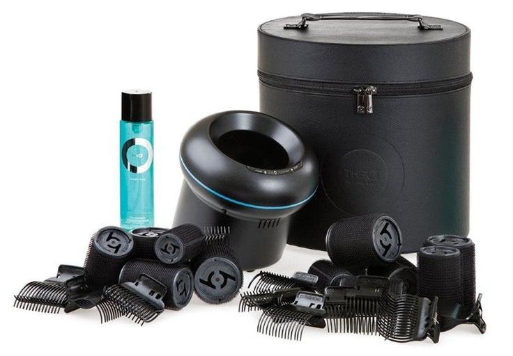 The O - The Ultimate Set er et sett som inneholder The O, samt 10 hårruller i forskjellige størrelser, 8 clips, og Amplify Spray, en varmebeskyttende spray som gir medium hold til frisyren.