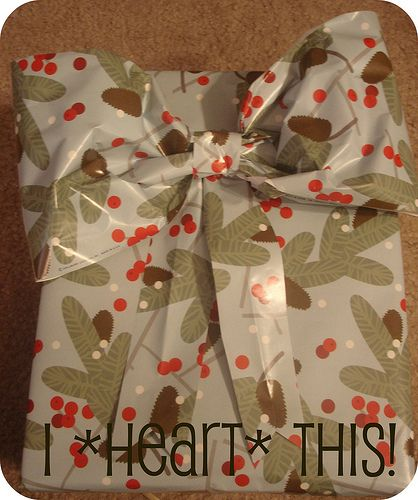 Presents Without Bows Are Just WRONG (A Gift Wrap Bow Tutorial)