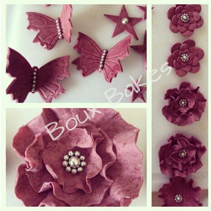 Edible flowers, butterflies & stars sugarpaste (claret)