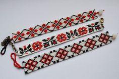 Bratara handmade din margele cu model folcloric - vanduta