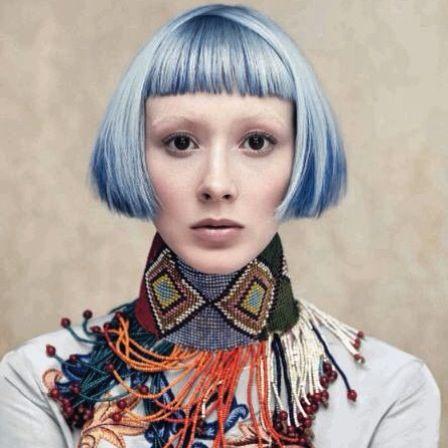 Voglio i capelli color maiolica! Se pensate che mi manca il coraggio avete sbagliato, ho fatto colori e tagli molto molto più strani, ma l'avanzare dell'età pone limiti...diciamo che momentaneamente mi auto convinco così... #aveda #beauty #hair #colors #blue #haircolors #colorsfull #nice #white