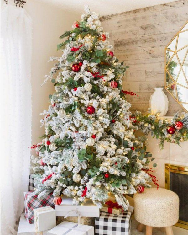 White Flowers And Red Ornaments On Christmas Tree Pic By Spiced Apple Cider Christmas Tree Decorations Shabby Chic Christmas Decorations Christmas Decorations