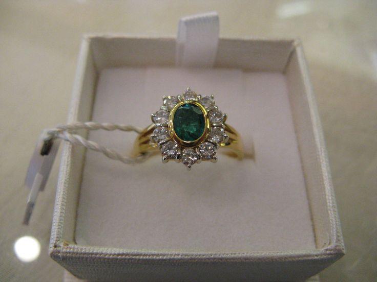 anello oro giallo 18 kt con smeraldo e diamanti