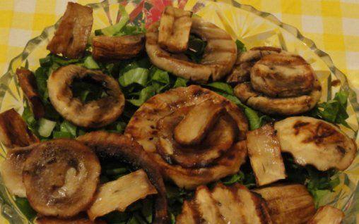 Retete Culinare - Salata verde cu ciuperci la gratar