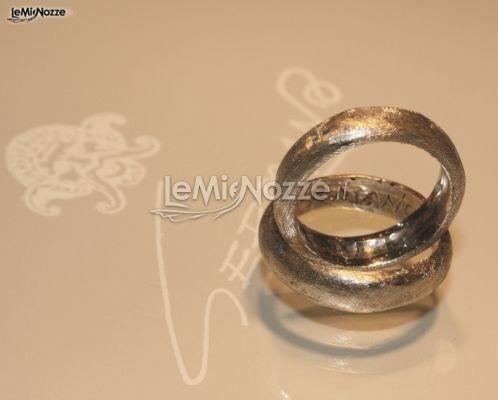 http://www.lemienozze.it/operatori-matrimonio/gioielli/germano/media/foto/1  Fedi nuziali millerighe in oro bianco