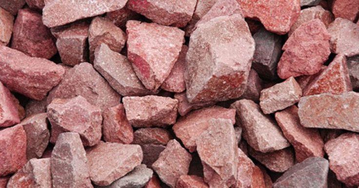 ¿Cómo se ven los rubíes en bruto?. Los rubíes son las segundas piedras preciosas más duras. Las culturas antiguas creían que el rubí tenía poderes sobrenaturales y que podría proteger a la persona que lleva la piedra a causa de su color como sangre. También creían que el color rojo provenía de un fuego que estaba dentro de la piedra. En algunas culturas se cree que el rubí puede ...
