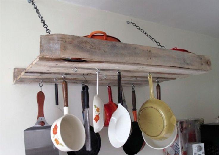 Bellissimo l'arredo della cucina utilizzando materiali di riciclo come i #Bancali! #RicicloCreativo #EcoDesign #DIY #FaiDATe #Pallet  SEGUICI SU: www.facebook.com/CreoEco www.pinterest.com/CreoEco