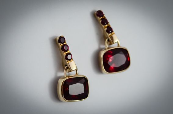Synthetic rubies earrings in 9ct yellow gold